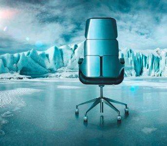 Дорогое стильное кресло руководителя Silver в фильмах