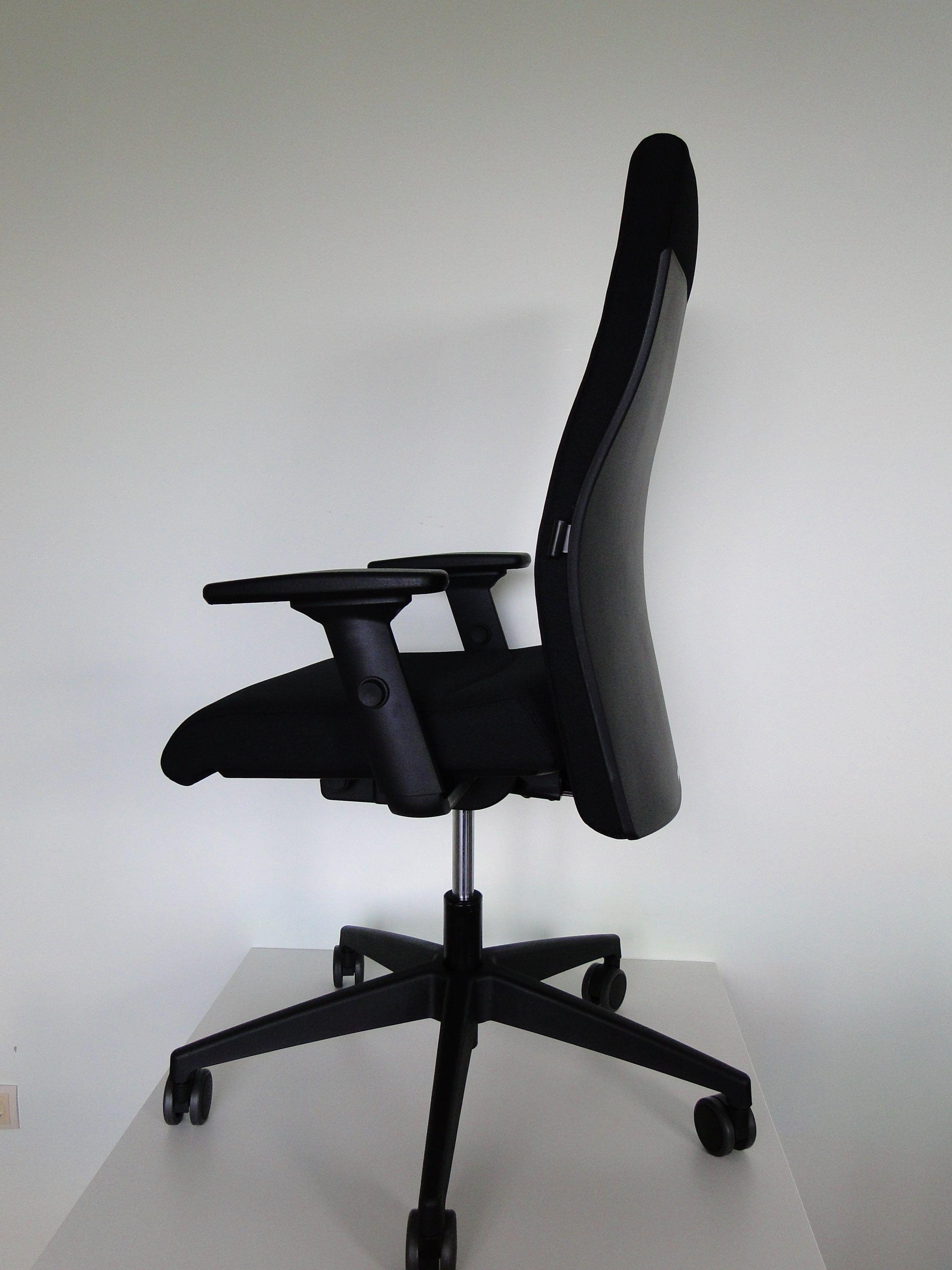 Famos 139RS офисное вращающееся кресло производства немецкой фабрики Interstuhl